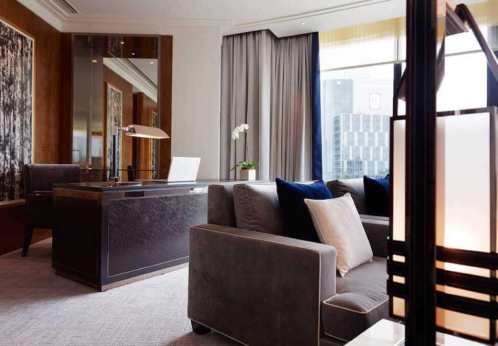 Melb Hotels CrownTowers DeluxeVilla Desk 974x676