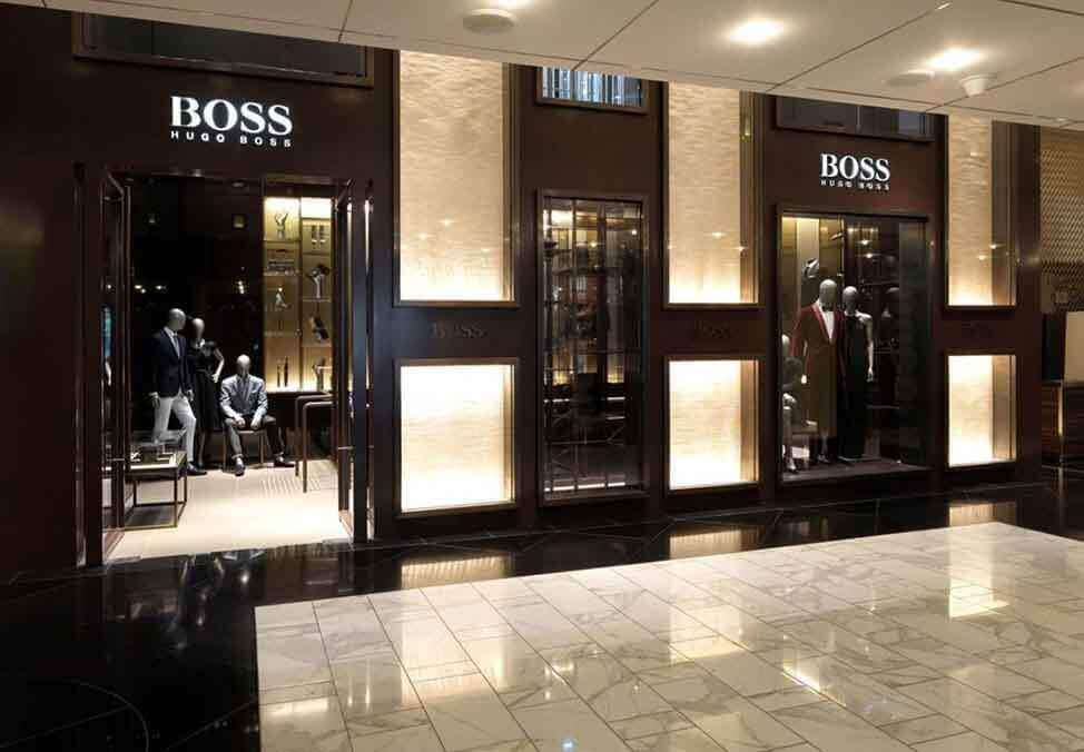 Discover exclusive sale offers at the HUGO BOSS Online Store! Elegant Clothing, Shoes and Accessories on sale! Secure these now - without any shipping costs!