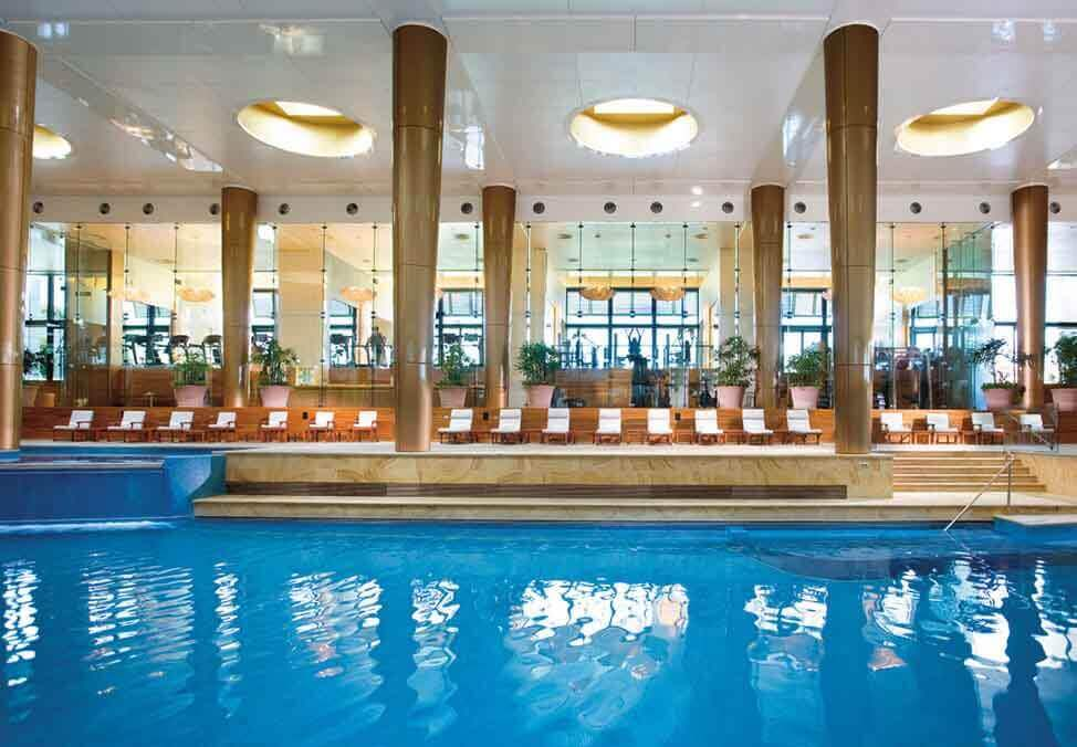 Melb Hotels Towers DeluxeKing Pool